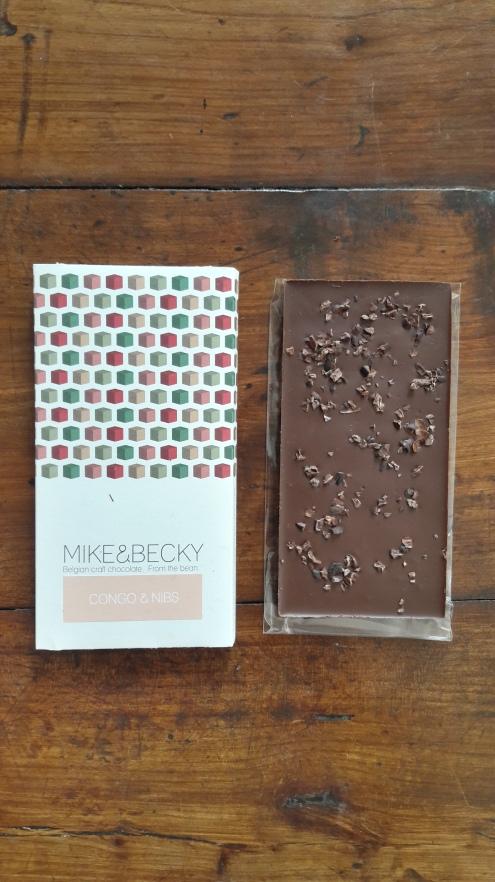 Lait foncé avec grué de cacao